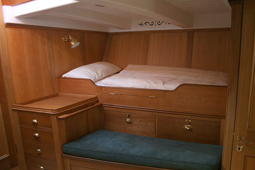 kreuzeryacht artemis eine g ttin erwacht zu neuem leben. Black Bedroom Furniture Sets. Home Design Ideas